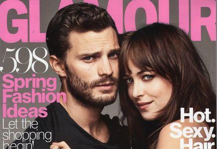 Dakota Johnson declaró a la revista Glamour que Jamie Dornan  fue muy gentil con ella en las candentes e incómodas escenas de '50 sombras de Grey'. (ohcincuenta.com)