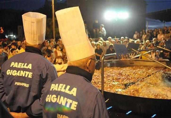 La paella, que se convirtió en un clásico del balneario. (.uruguayaldia.com)