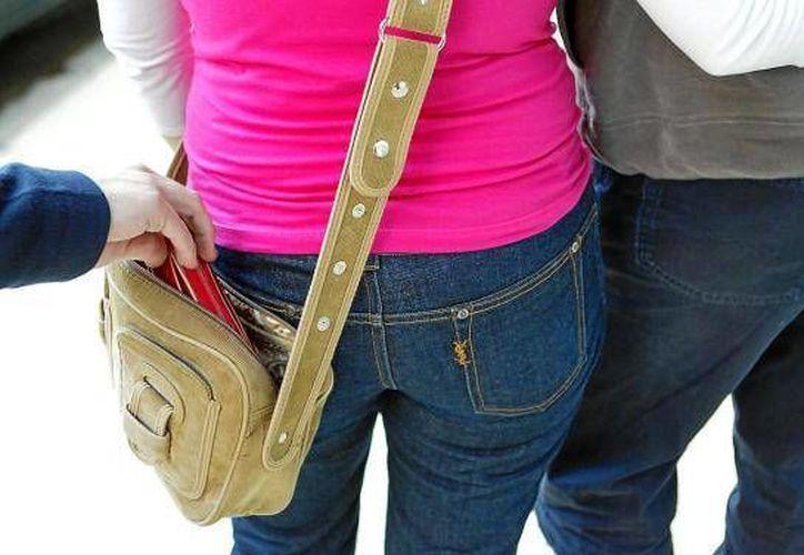 Al día, en el transporte público en Gran Bretaña ocurren unos 1,700 robos de carteras y bolsos. (Ansa Latina)