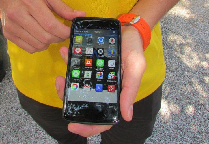 Según Alcatel-Lucel, el 73 por ciento de las personas en el mundo entra en pánico si pierde su teléfono móvil. (Archivo/Notimex)
