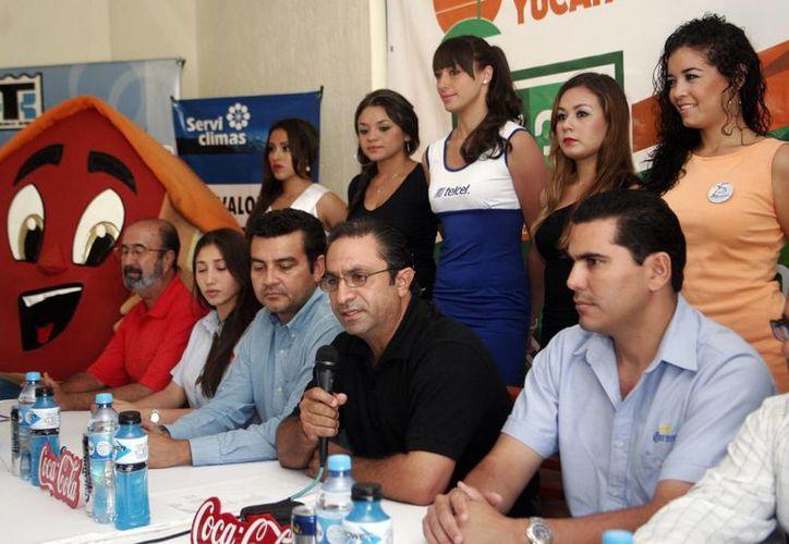 Rueda de prensa en la que se anunciaron los festejos del Club de Golf de Yucatán La Ceiba. (Christian Ayala/SIPSE)