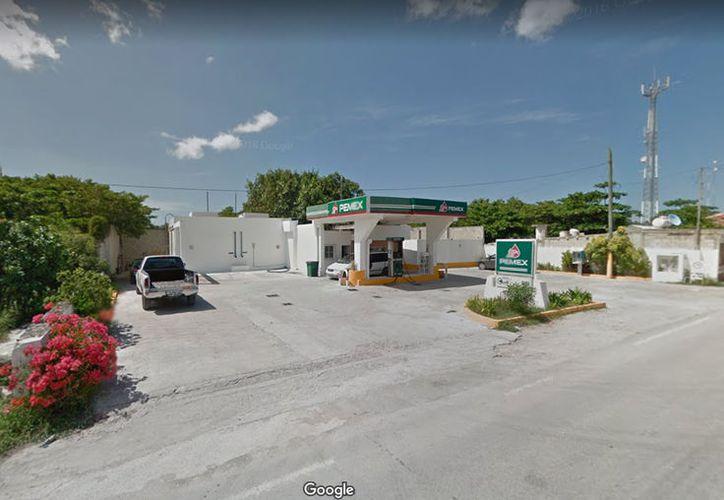 Los asaltantes llegaron a la gasolinera en una camioneta negra, la cual utilizaron para escapar del lugar. (Imagen ilustrativa/ Google)