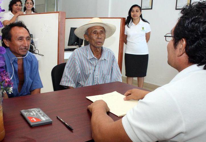 La Fiscalía General del Estado tiene peritos intérpretes que auxilian a la gente que sólo se entiende en su lengua. En el caso de los jueces mayas sólo atenderán problemas vinculados a delitos menores (Archivo SIPSE)