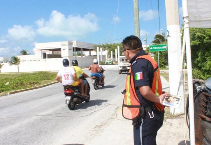 Las autoridades destacan qu se tuvo una buena aceptación de los policías caminantes. (Cortesía/SIPSE)