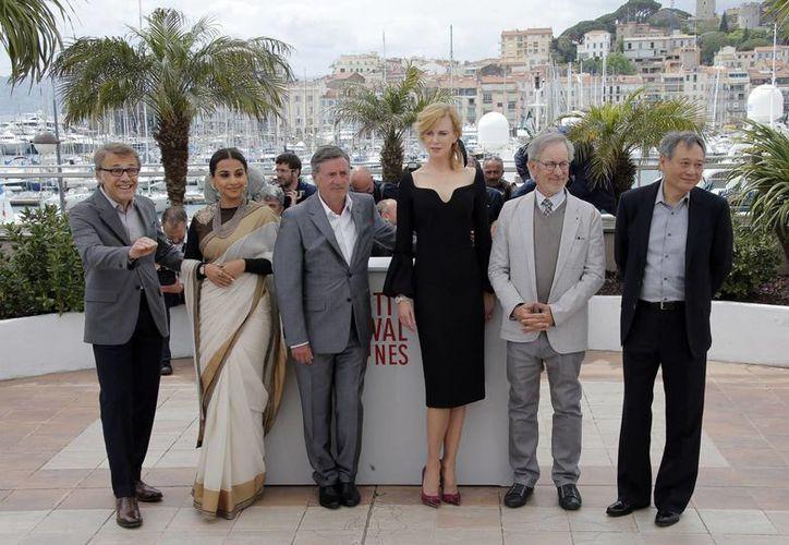 Jurado de Cannes: desde la izquierda aparecen Christoph Waltz, Vidya Balan, Daniel Auteuil, Nicole Kidman, Spielberg y Ang Lee. (Agencias)