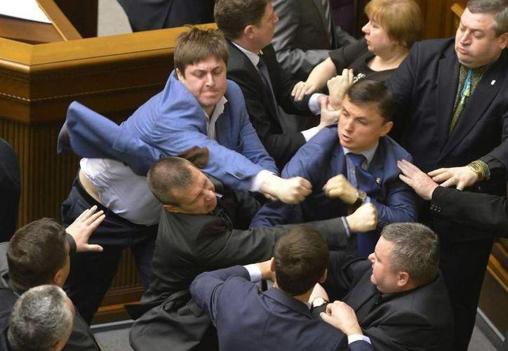 El video que reúne las peleas más destacadas del Parlamento de Ucrania ha sido visto más de 200 mil veces. (20minutos.es)