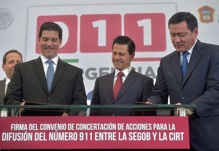 El Presidente Enrique Peña Nieto encabezó el evento de implementación del número de atención de llamadas de emergencias 911. (Facebook de Presidencia de la República)