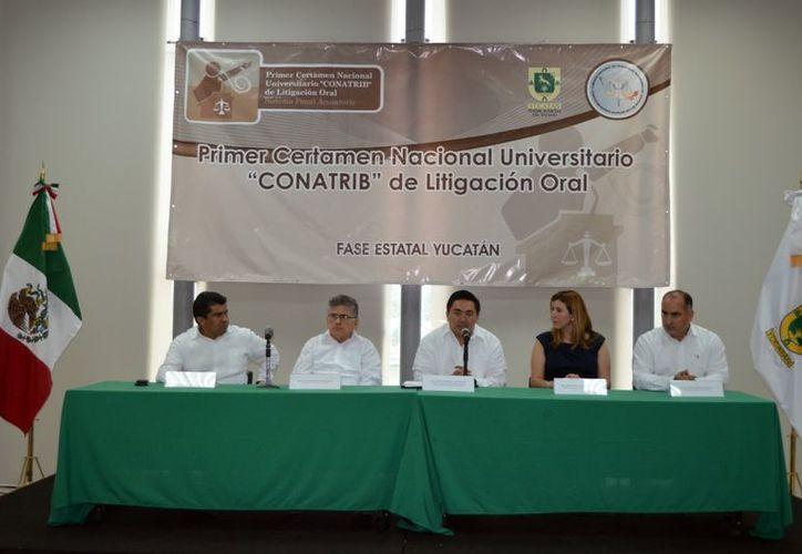 El jefe del TSJY, Marcos Alejandro Celis Quintal, presidió la inauguración de la competencia universitaria. (SIPSE)