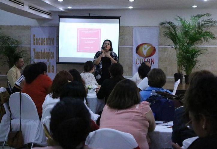 Según los promotores de este encuentro el tema de la tanatología tiene un crecimiento muy importante en Yucatán. (José Acosta/ Milenio Novedades)