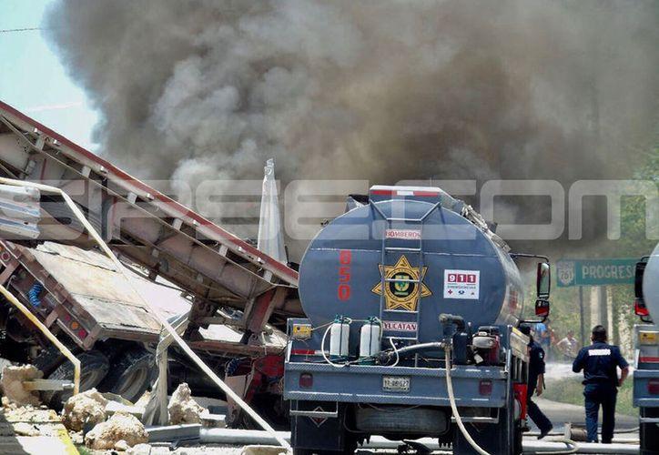 A pesar de la gravedad del accidente afortunadamente no se reportaron lesionados. (Fotos: José Acosta y Victoria González/SIPSE)