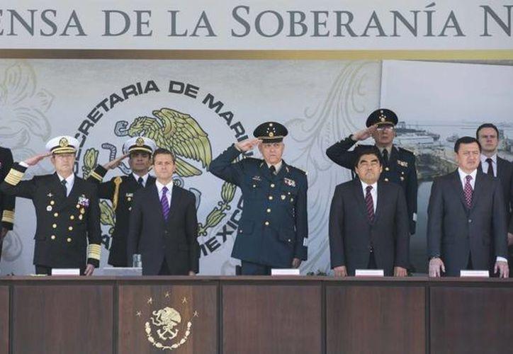 El Presidente entregó reconocimientos a marinos, patrullas oceánicas y unidades marítimas. (Presidencia)