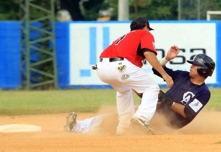 Los equipos de la Liga Meridana de beisbol tienen la opción de realizar altas y bajas de jugadores. (Milenio Novedades)