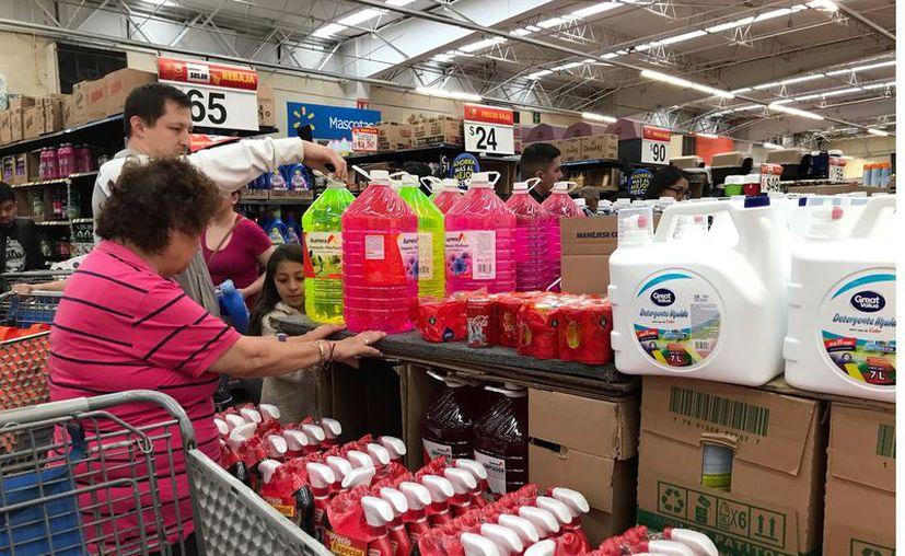 En tiempos de desinfección completa y permanente del hogar, es indispensable saber qué productos de limpieza no pueden mezclarse jamás. (Foto: Archivo Reforma).