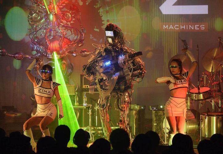 El concierto del grupo musical Z-Machines, integrado por robots, en Tokio. (EFE)