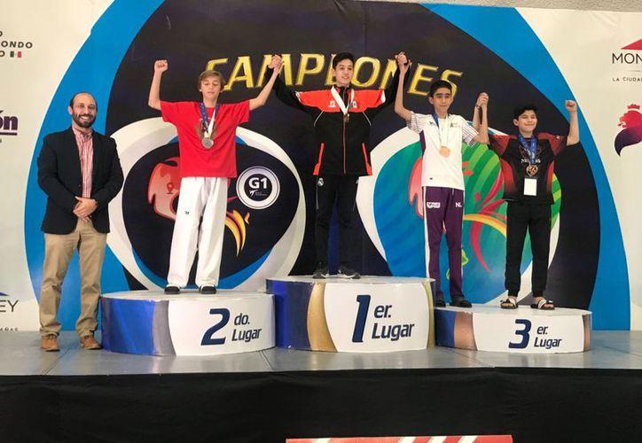 El atleta logró la presea en el Abierto Mexicano de taekwondo. (Raúl Caballero/SIPSE)