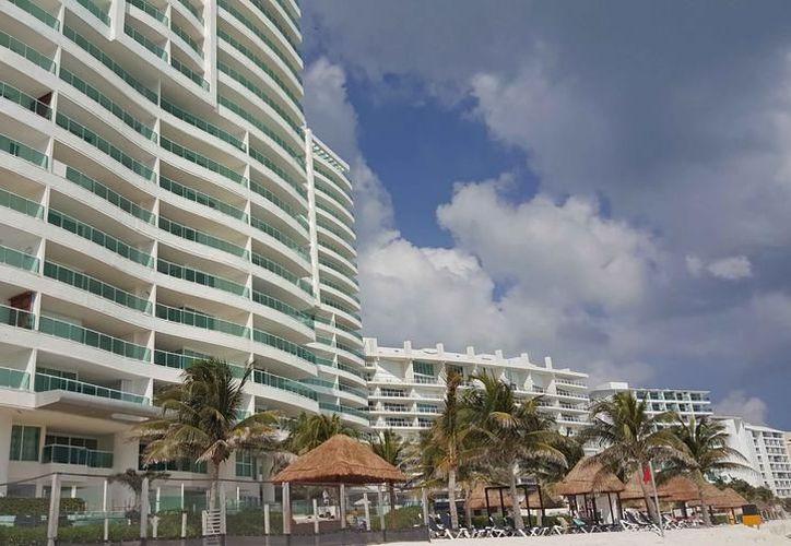 Con el nuevo hotel, la zona continental de Isla Mujeres tendría más de cinco mil habitaciones. (Jesús Tijerina/SIPSE).