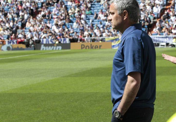 Después de tres años de dirigir al Real Madrid, José Mourinho da comienzo a una segunda etapa en el Chelsea. (Archivo Notimex)