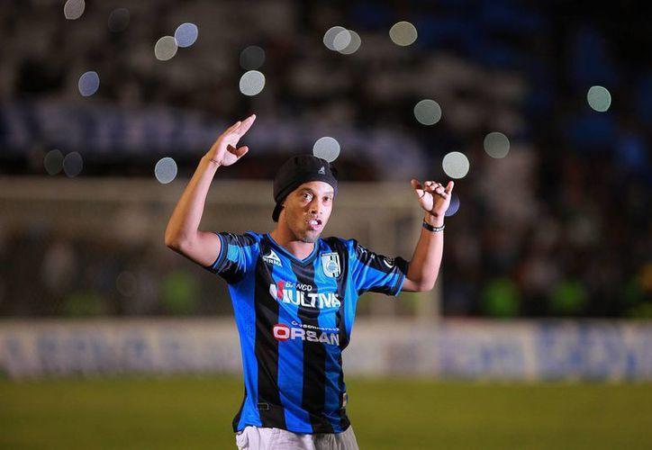 Ronaldinho fue presentado el pasado viernes en el estadio Corregidora. (Foto: Jam Media)