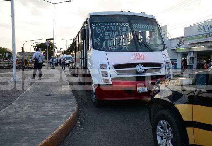 El imputado conducía sobre la avenida Quetzalcóatl, un autobús de la Alianza de Camioneros de Yucatán. (SIPSE)