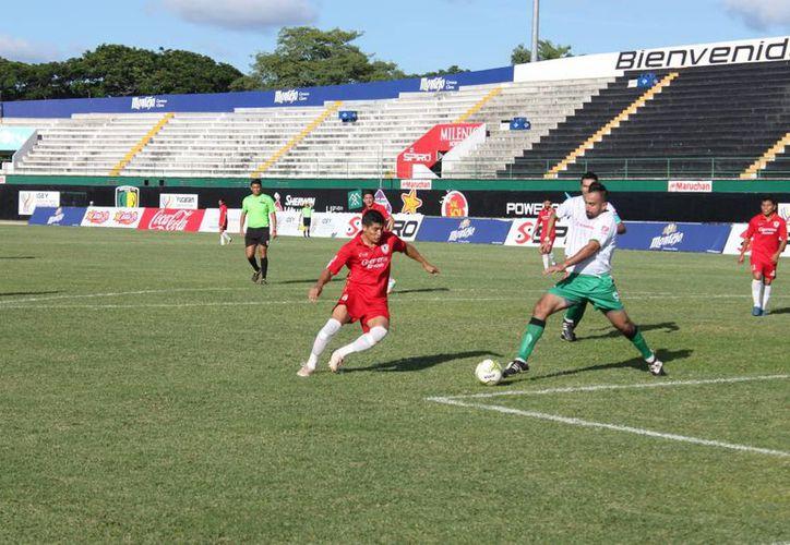El encuentro entre Guerreros e Itzaes cerró la cuarta jornada de la Primera Fuerza Estatal de Futbol.(Milenio Novedades)