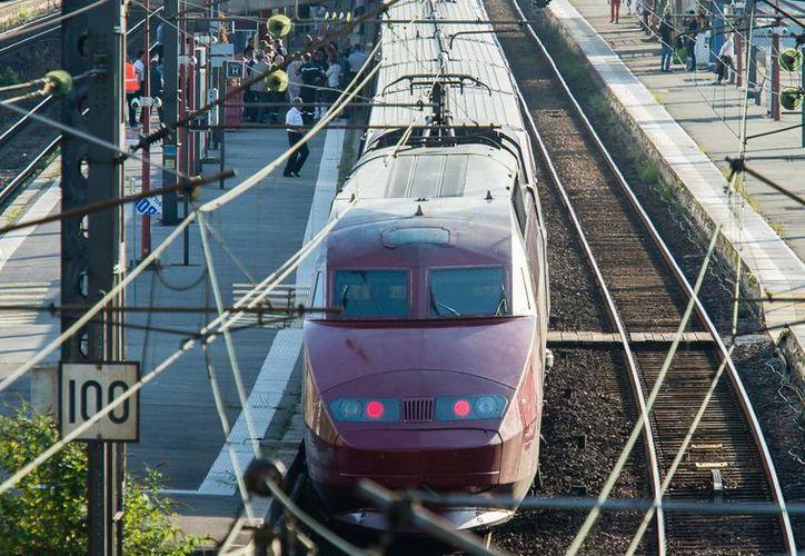 Tras el ataque a un tren de alta velocidad, las autoridades francesas no descartan que se haya tratado de un atentado terrorista. (AP)