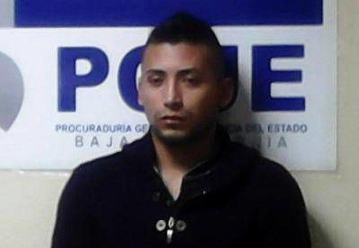 Bryan Iván Escobar Carrillo, el policía municipal y presunto homicida del marino. (PGJE de BC)