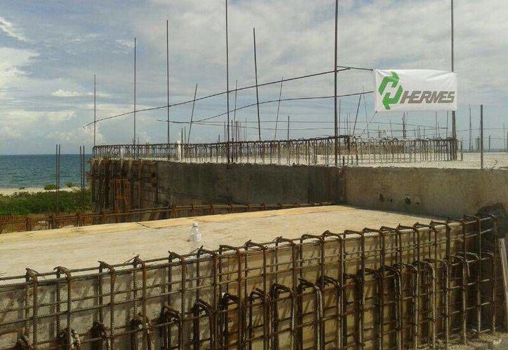 Se prevé que la construcción del hotel se concluya en 2014.  (Jazmín Ramos/SIPSE)