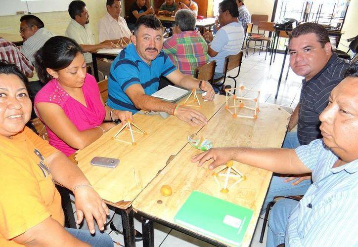 """El pasado fin de semana, en la primaria """"Adolfo López Mateos"""", se llevó a cabo la capacitación a directores de escuelas que participan en la fase de verano 2013. (Cortesía)"""