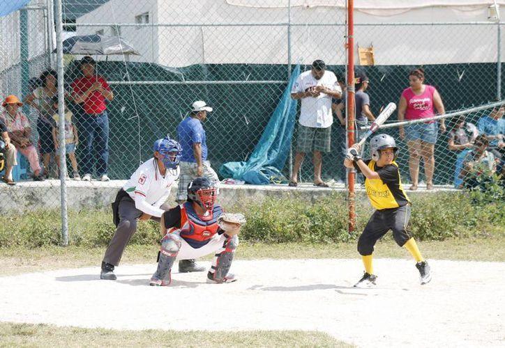 La novena de Benito Juárez tomará parte de la fase regional, la cual se disputará del 22 al 24 de febrero, en Campeche. (Raúl Caballero/SIPSE)