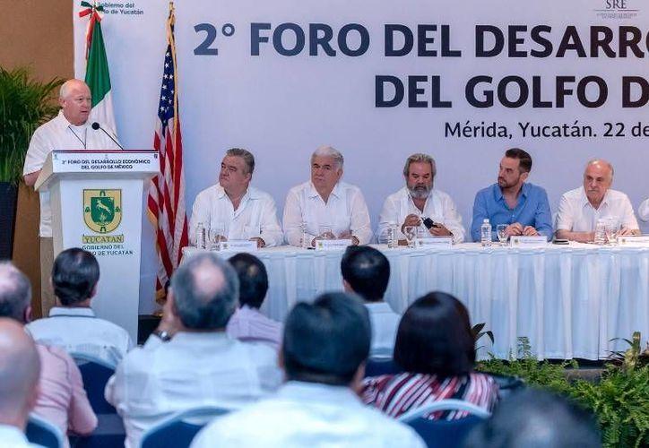 Se inauguró el II Foro de Desarrollo Económico del Golfo de México. El evento concluye mañana, en el Centro de Convenciones. (yucatan.gob.mx)