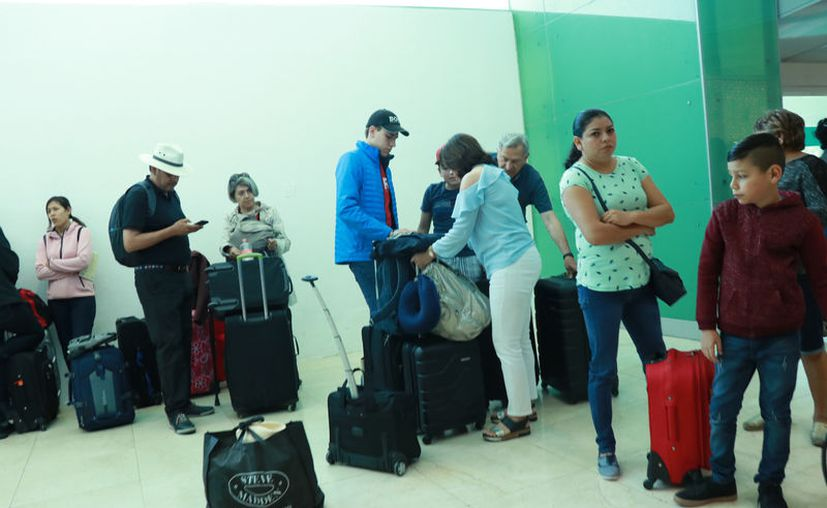 Desde días anteriores se comenzó a registrar un aumento en el arribo de pasajeros. (Jorge Acosta/Novedades Yucatán)