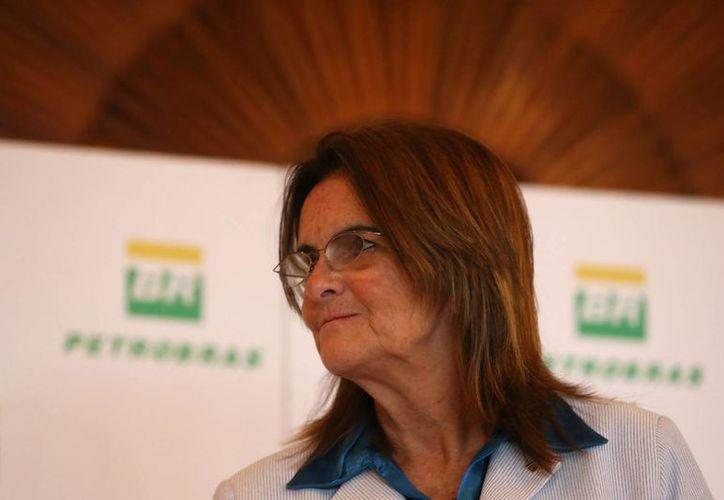 La presidenta de Petrobras, María das Graças Foster, asiste a una conferencia de prensa en Río de Janeiro (Brasil), donde detalló el Plan de Negocios de la empresa brasileña para el quinquenio entre 2013 y 2017. (EFE)