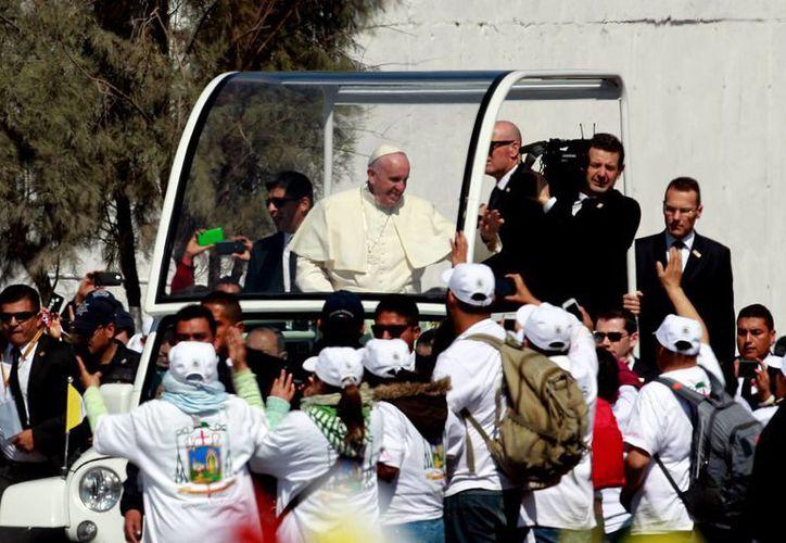 El Papa Francisco visitó Ecatepec, uno de los municipios con mayor índice de violencia y de feminicidios en el país. (Notimex)