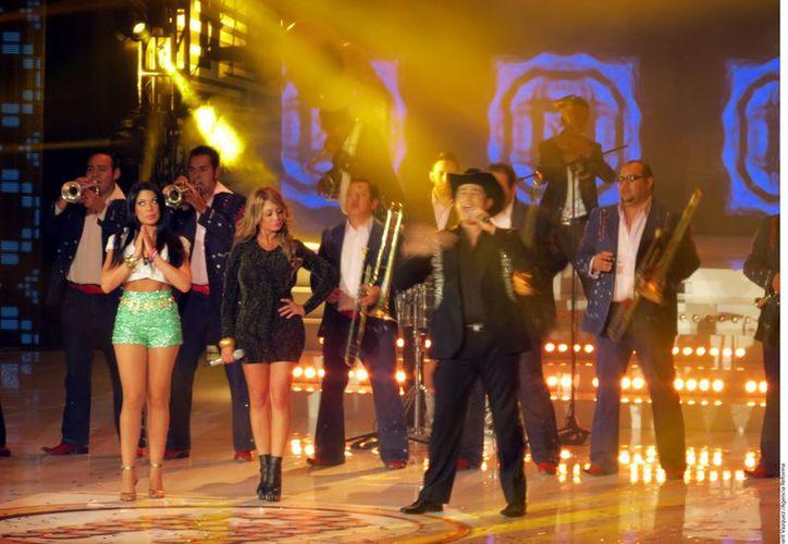Los integrantes de Horóscopos de Durango fueron algunos de los invitados al concierto 16 de La Academia. (Agencia Reforma)