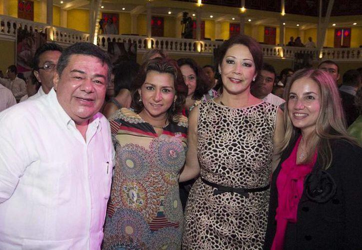 La presidenta del DIF Yucatán, Sarita Blancarte de Zapata, con sus anfitriones en Campeche. (SIPSE)