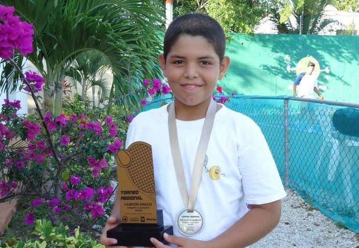 Emiliano tuvo un despunte en el Campeonato Mexicano de Tenis. (Ángel Mazariego/SIPSE)
