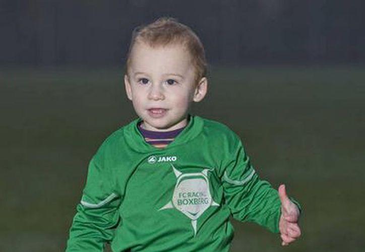 Con apenas 20 meses de edad, Bryce Brites demostró su prematura habilidad con el balón. (fcrb.be)