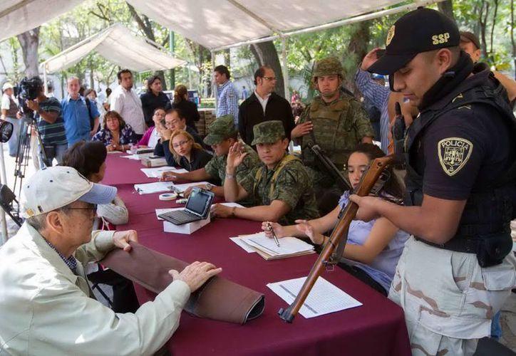 Las autoridades han entregado más de 5 millones de pesos a cambio de las armas. (Notimex)