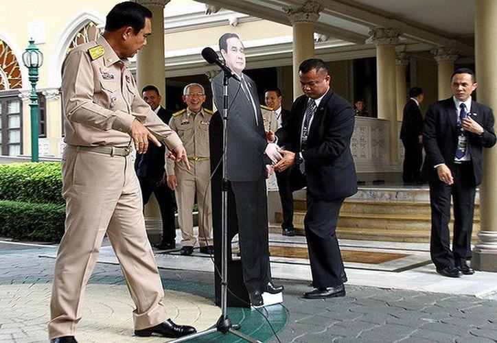 El jefe de Gobierno de Tailandia es conocido por tratar a los medios de manera extravagante. (Foto: RT)