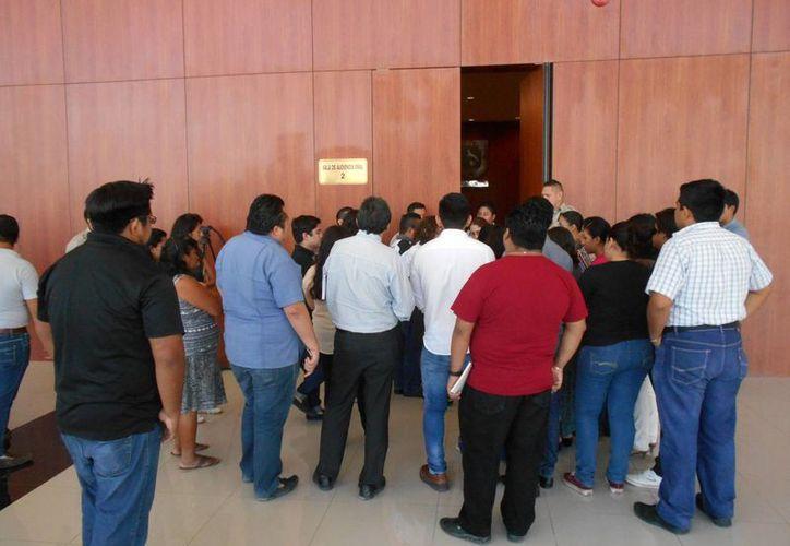 Parientes y amigos de la acusada por homicidio, asistieron a la audiencia. (Francisco Puerto/SIPSE)