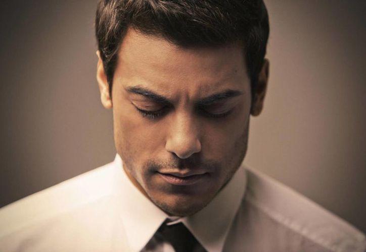 Al presentar a la prensa algunos de sus temas en vivo, Carlos Rivera lució muy emocionado. (carlosrivera.com)
