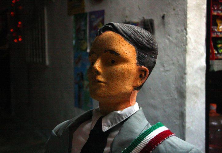 Integrantes de la familia fabricaron el popular muñeco. (Octavio Martínez/SIPSE)