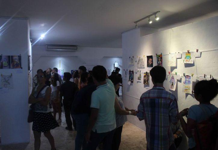 Las personas presenciaron los trabajos de los artistas. (Faride Cetina/SIPSE)