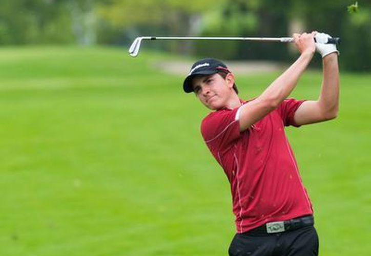 El colombiano Nicolás Echevarría es uno de los tres golfistas que luchan por el liderato en el LXXXVII Campeonato Nacional de Aficionados. (Milenio Novedades)