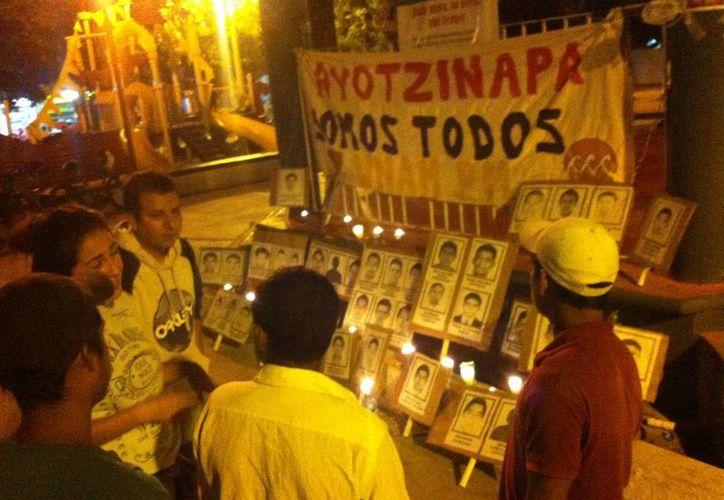 Las movilizaciones en Cancún por la desaparición de los normalistas continúan. (Sergio Orozco/SIPSE)