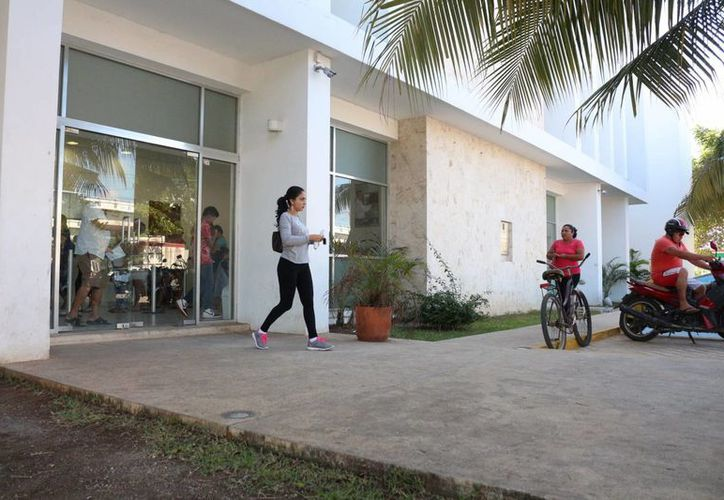 Este lunes los trabajadores de la CAPA recibieron su liquidación; algunos fueron recontratados por Aguakan. (Adrián Barreto/SIPSE)