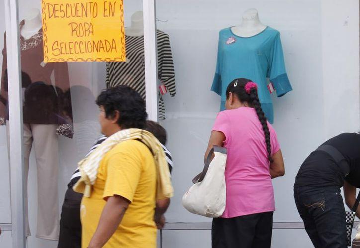 Productores nacionales de textiles y calzado están preocupados ante la entrada masiva de productos chinos. (Juan Albornoz/SIPSE)