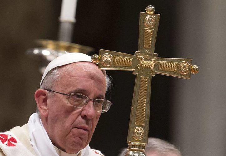 El Papa celebra una ceremonia para ordenar nuevos obispos en la Basílica de San Pedro. (Agencias)