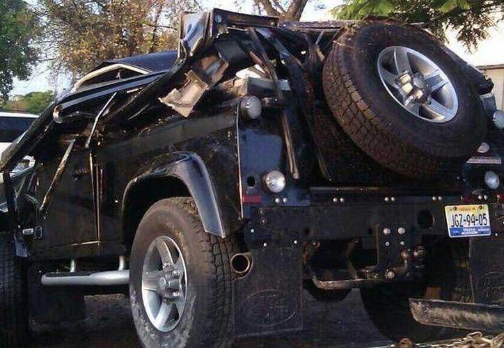 El vehículo que trasladaba al 'Potrillo' habría chocado esta madrugada cuando su chofer perdió el control. A pesar de lo aparatoso del accidente el cantante no habría sufrido lesiones graves. (Twitter: alfonso_marquez)