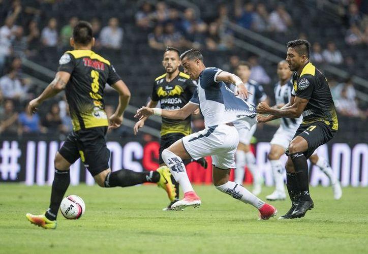 Los dos equipos del torneo que da el ascenso a la Liga MX decidieron no tocar el balón durante 40 segundos del juego. (Foto: Vanguardia MX)